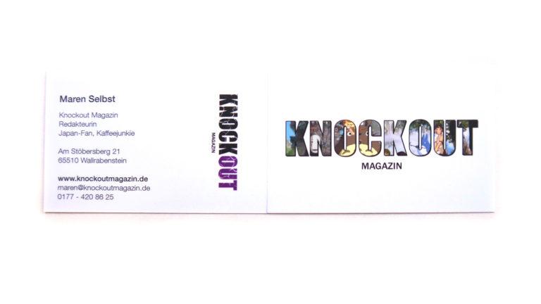 Ansicht der Vorder- und Rückseite der Visitenkarte vom Knockout-Magazin
