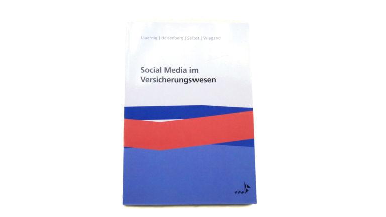 Buchcover zu Social Media im Versicherungswesen